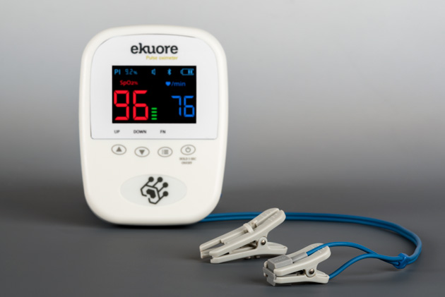 The Vet pulse oximeter includes several accesories