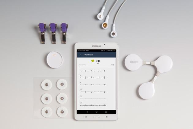 Incluye ekuore ECG Veterinario, estuche, complementos y guía de uso